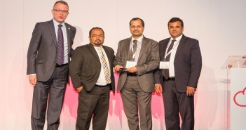 Prabu Balasubramanyan Executive Director TransSys Solutions with the Oracle CX Award